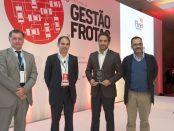 Pedro Machado, da Volkswagen, recebe o prémio para o Passat