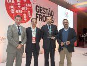 Eduardo Antunes, da Renault recebe o prémio para o Kangoo